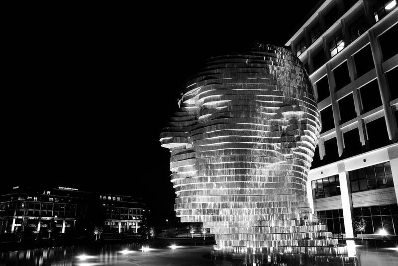 metalmorphosis david cerny stainless steel head sculpture north carolina 9 Metalmorphosis: Incredible Moving Sculpture by David Cerny