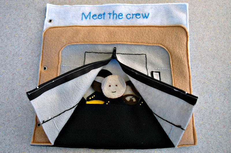 sewn felt star trek queit book for children 3 Awesome Star Trek Quiet Book for Kids