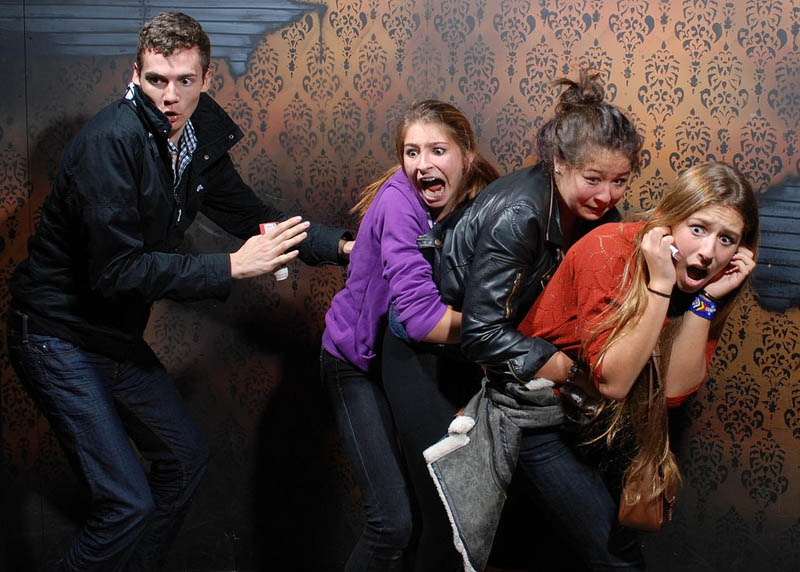 terrified people at nightmares fear factory 1 21 Hilarious Pics of Terrified People at Nightmares Fear Factory