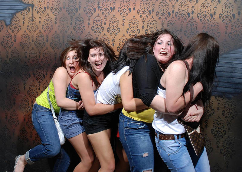 terrified people at nightmares fear factory 12 21 Hilarious Pics of Terrified People at Nightmares Fear Factory
