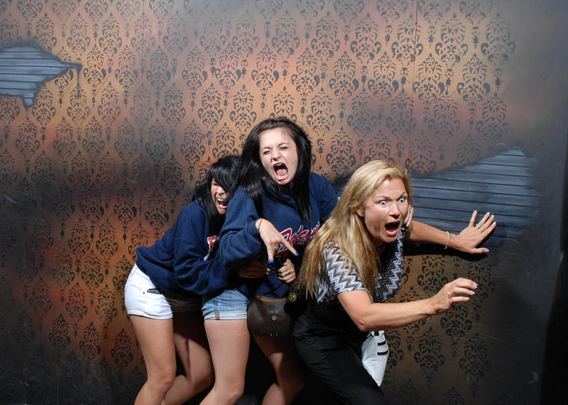 terrified people at nightmares fear factory 13 21 Hilarious Pics of Terrified People at Nightmares Fear Factory