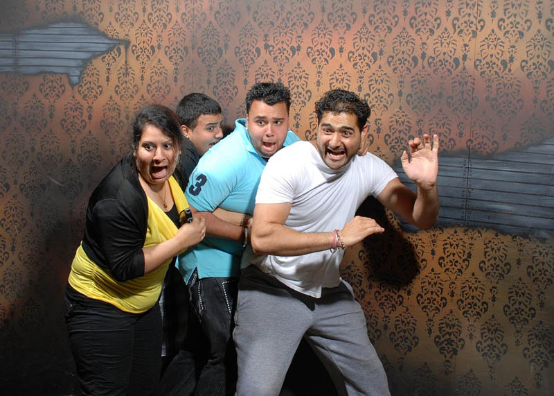terrified people at nightmares fear factory 14 21 Hilarious Pics of Terrified People at Nightmares Fear Factory
