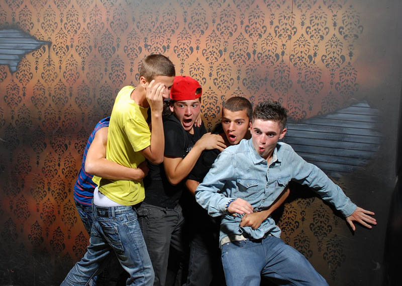 terrified people at nightmares fear factory 15 21 Hilarious Pics of Terrified People at Nightmares Fear Factory