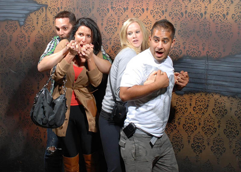 terrified people at nightmares fear factory 19 21 Hilarious Pics of Terrified People at Nightmares Fear Factory
