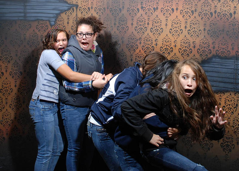 terrified people at nightmares fear factory 20 21 Hilarious Pics of Terrified People at Nightmares Fear Factory