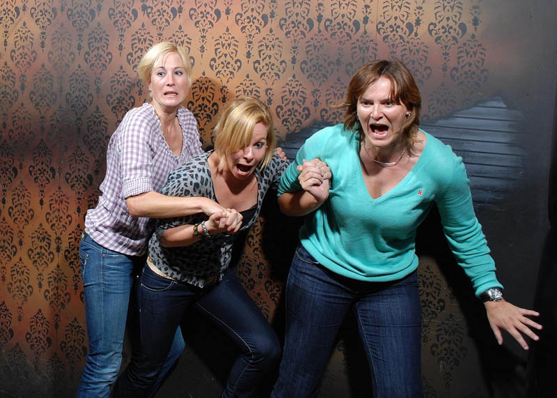 terrified people at nightmares fear factory 21 21 Hilarious Pics of Terrified People at Nightmares Fear Factory