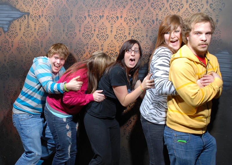 terrified people at nightmares fear factory 3 21 Hilarious Pics of Terrified People at Nightmares Fear Factory
