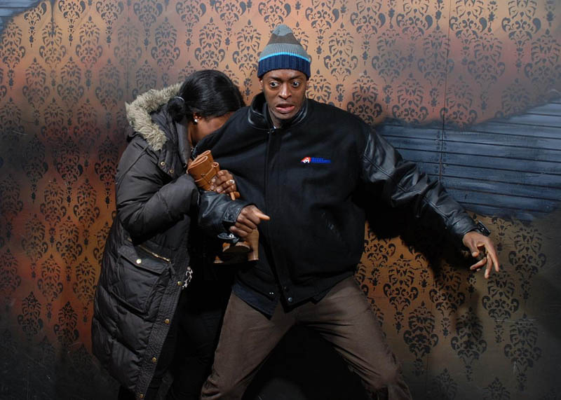 terrified people at nightmares fear factory 4 21 Hilarious Pics of Terrified People at Nightmares Fear Factory