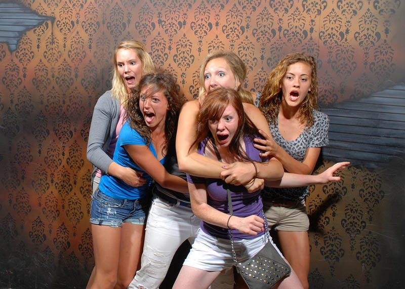 terrified people at nightmares fear factory 9 21 Hilarious Pics of Terrified People at Nightmares Fear Factory