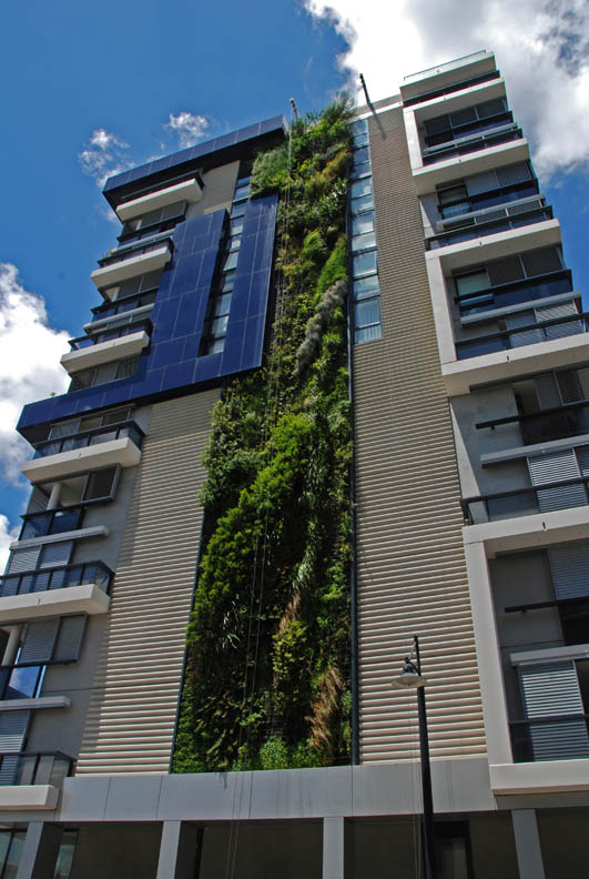 15 Incredible Vertical Gardens Around The World Twistedsifter