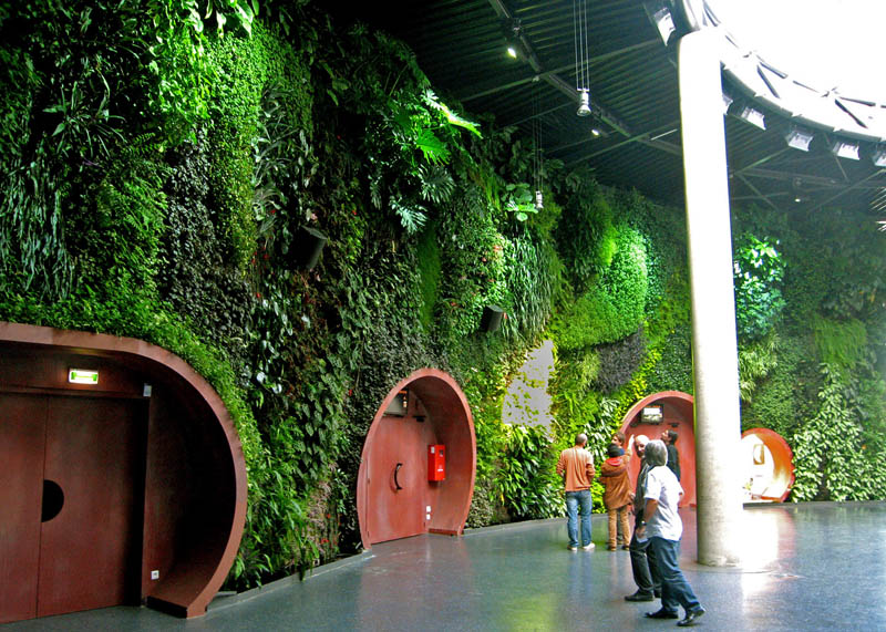 vertical wall garden astralia cite de l espace toulouse 1 15 Incredible Vertical Gardens Around the World