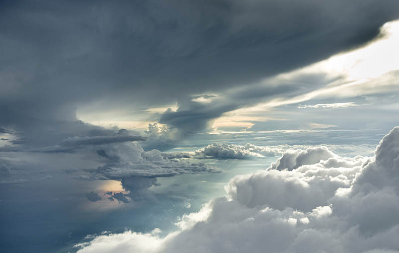Above the Clouds: Photos from 20,000 feet(6000m)