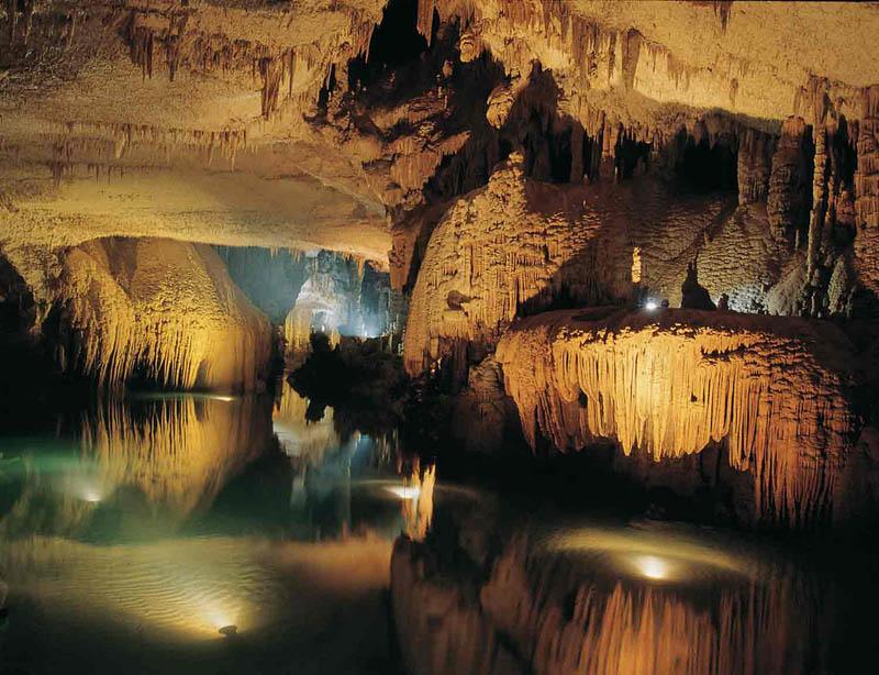 jeita grotto lebanon 6 The Jeita Grotto Limestone Caves in Lebanon