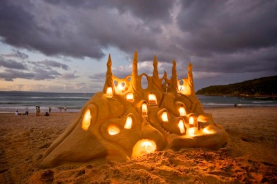 http://twistedsifter.files.wordpress.com/2011/11/lit-lighted-illuminated-sandcastle.jpg