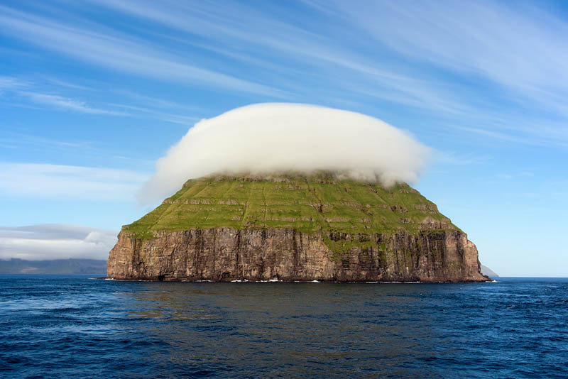 litla dimun faroe islands cloud covered island Picture of the Day: Cloud Covered Island of Litla Dimun