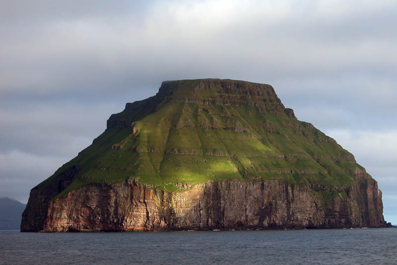 litla dimun faroe islands Picture of the Day: Cloud Covered Island of Litla Dimun