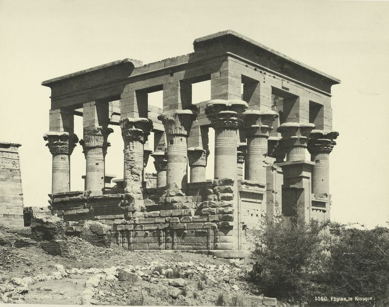 http://twistedsifter.files.wordpress.com/2011/11/old-vintage-photos-of-egypt-1870-1875-29.jpg