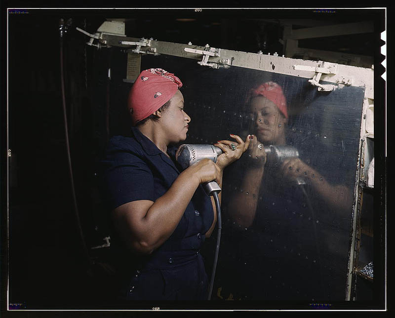 us life in the 1940s color photographs 1 Photos of the Empire State Building Under Construction