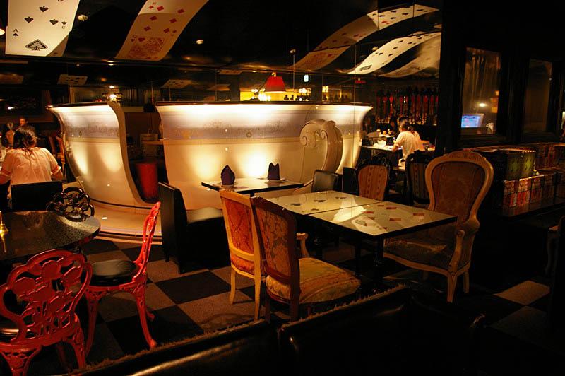 3 Bizarre Theme Restaurants In Tokyo Japan 171 Twistedsifter