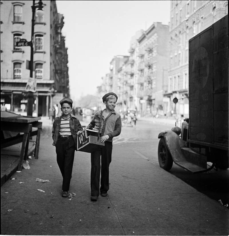 photographs by stanley kubrick look magazine life in new york 40s 2 Stanley Kubricks Photos of New York Life in the 40s