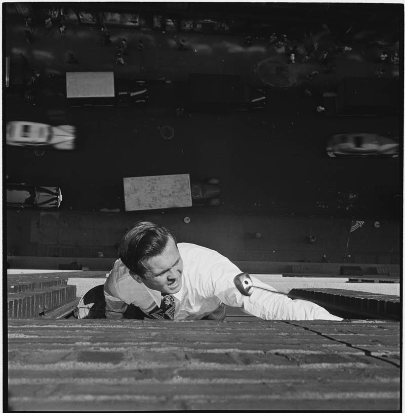 photographs by stanley kubrick look magazine life in new york 40s 5 Stanley Kubricks Photos of New York Life in the 40s