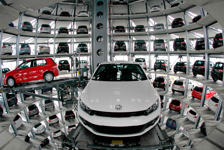 austadt vw car tower germany 4 Volkswagens 800 Vehicle Car Towers in Germany