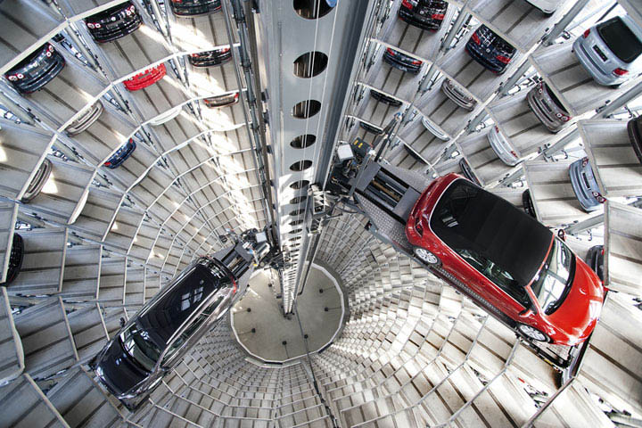 austadt vw car tower germany 7 Volkswagens 800 Vehicle Car Towers in Germany