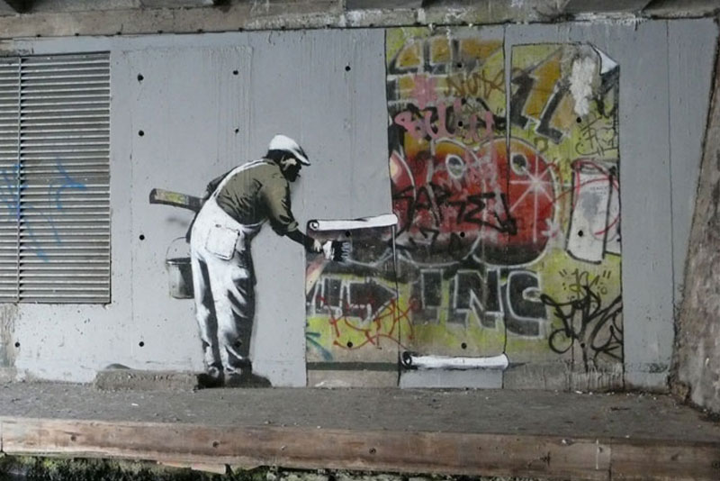 https://twistedsifter.files.wordpress.com/2012/01/banksy-robbo-war-london-camden-history-3.jpg?w=800&h=534