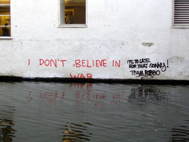 i dont believe in war banksy robbo The Banksy vs Robbo War in Pictures