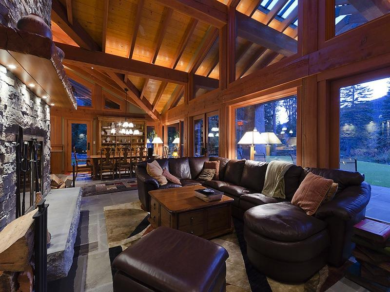 15m luxury ski chalet in whistler canada twistedsifter for Cabine in whistler