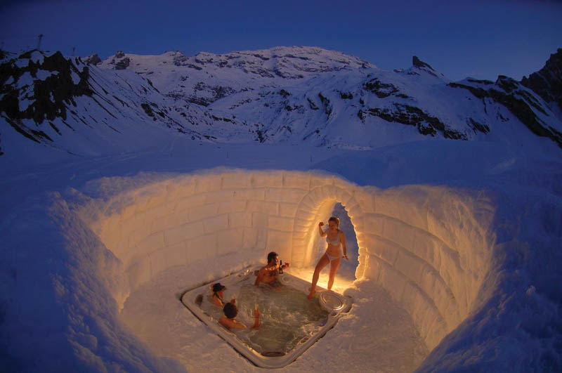 outdoor hottub jacuzzi in the matterhorn mountains Picture of the Day: Outdoor Jacuzzi on the Matterhorn
