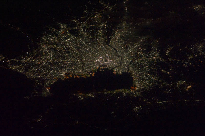 Earth At Night Photos From Space TwistedSifter - 30 amazing photos ever taken nasa