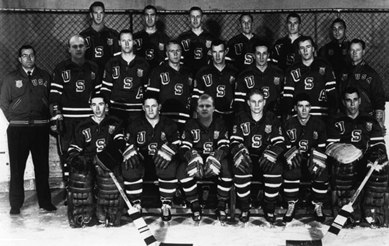 1960 us hockey team wins gold medal photoshop doctored faces cleary mayasich 12 Historic Photographs That Were Manipulated
