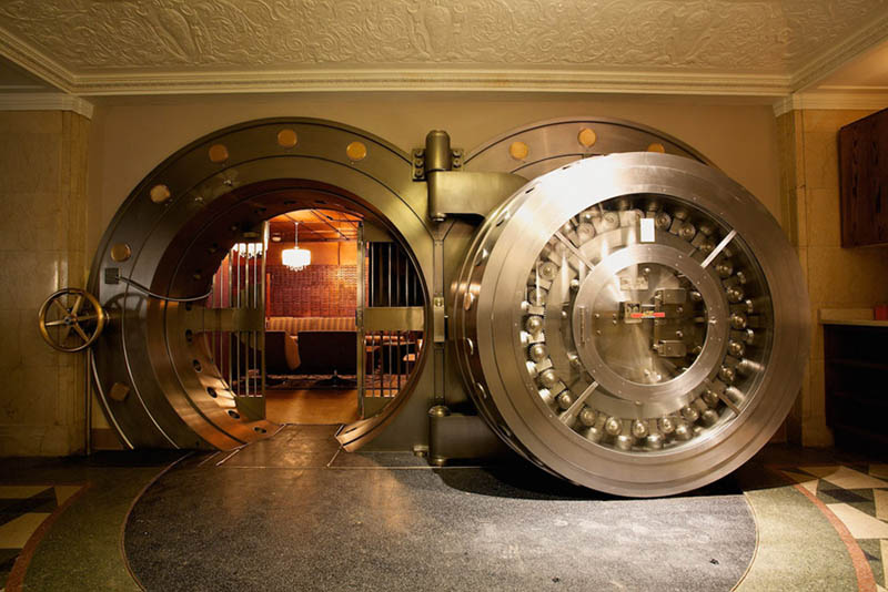 chicago supper club restaurant reclaims bank with vault the bedford 16 Chicago Supper Club Reclaims 1920s Bank with VIP Vault Room