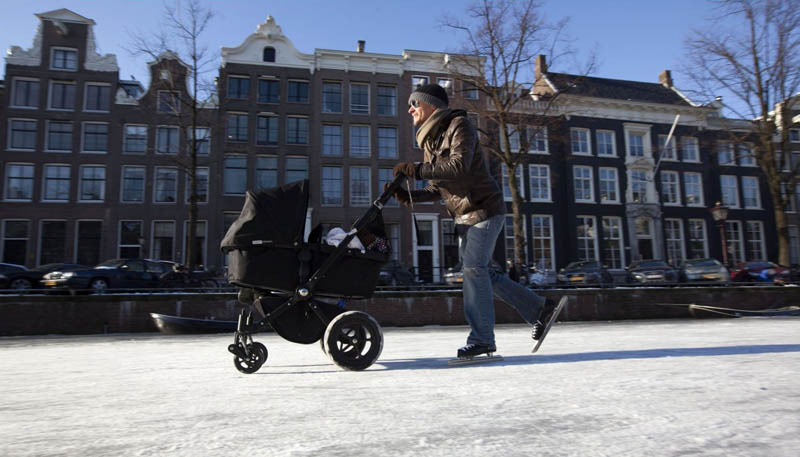 ice skating amsterdam frozen canals netherlands holland 6 Ice Skating the Famous Canals of Amsterdam