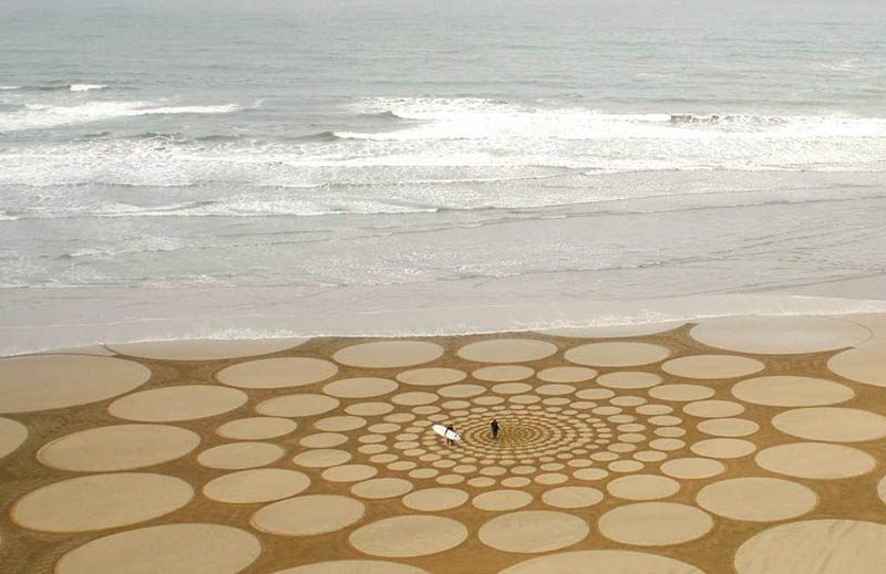 jim denevan giant beach sand art 5 The Colossal Land Art of Jim Denevan [30 pics]
