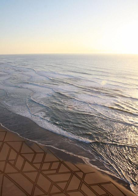 jim denevan giant beach sand art 6 The Colossal Land Art of Jim Denevan [30 pics]