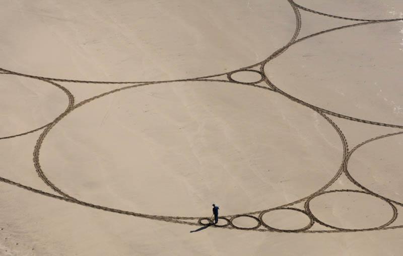 jim denevan giant earth land art 2 The Colossal Land Art of Jim Denevan [30 pics]