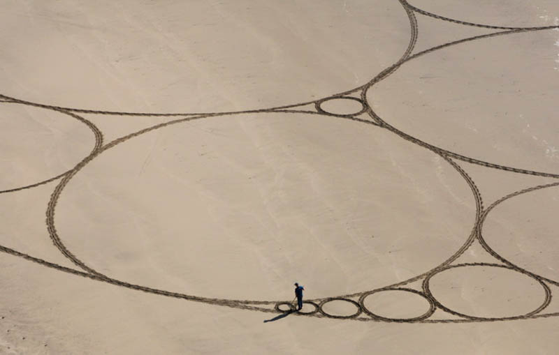 jim denevan giant earth land art 2 The Colossal Land Art of Jim Denevan [30 pics]