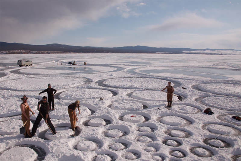 jim denevan giant ice art circles siberia 6 The Colossal Land Art of Jim Denevan [30 pics]
