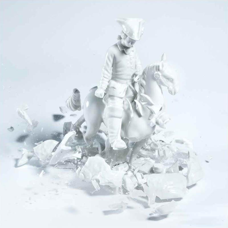 porcelain figures high speed photography as they smash drop to ground shatter klimas 5 Porcelain Metamorphosis by Martin Klimas
