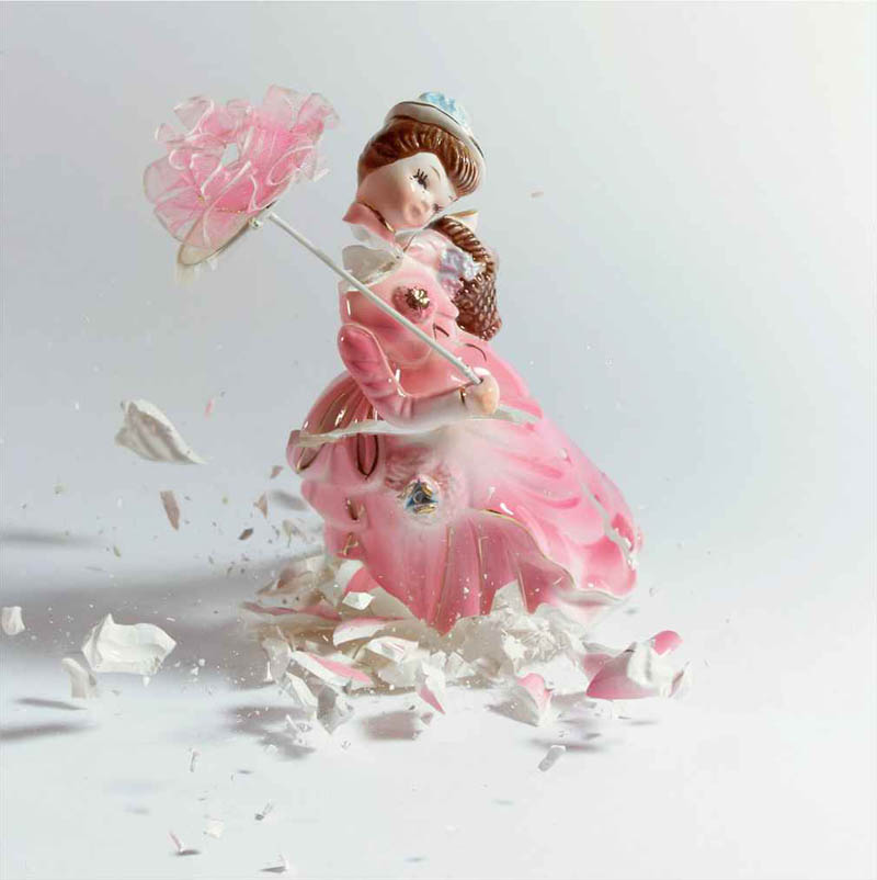 porcelain figures high speed photography as they smash drop to ground shatter klimas 7 Porcelain Metamorphosis by Martin Klimas