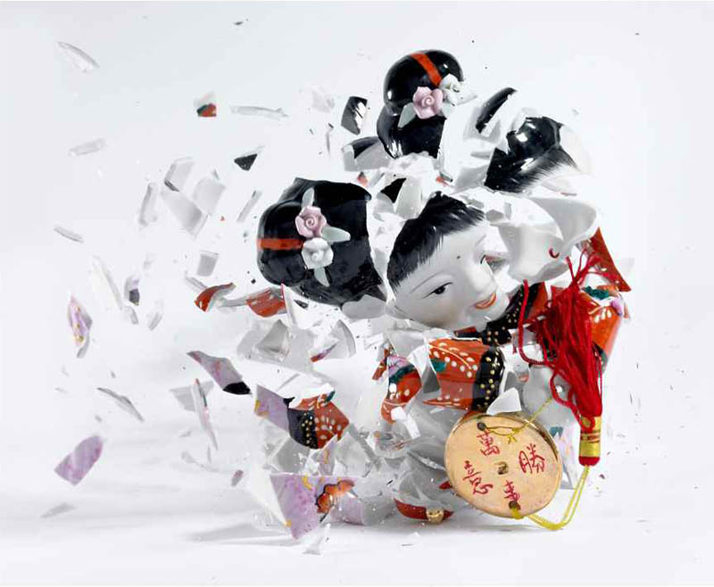 porcelain figures high speed photography as they smash drop to ground shatter klimas 9 Porcelain Metamorphosis by Martin Klimas