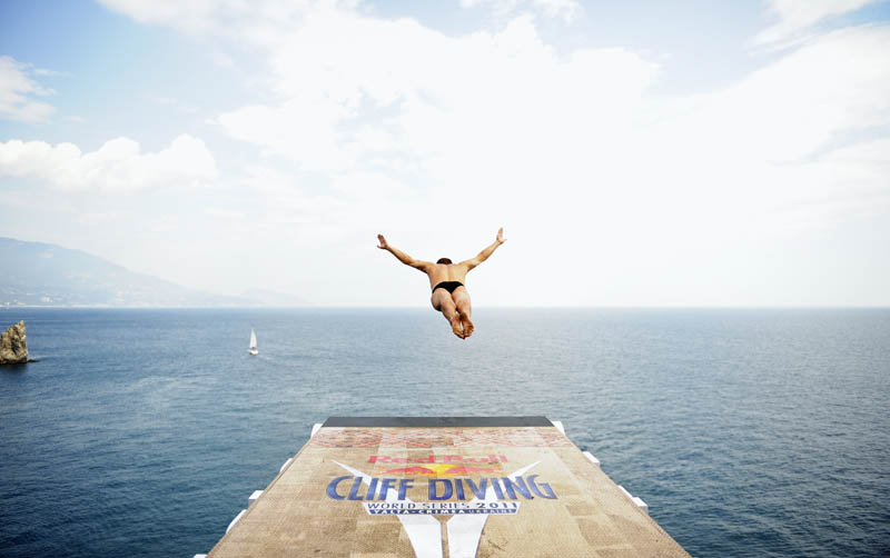 25 jaw dropping photos from the red bull cliff diving world series twistedsifter - Highest cliff dive ...