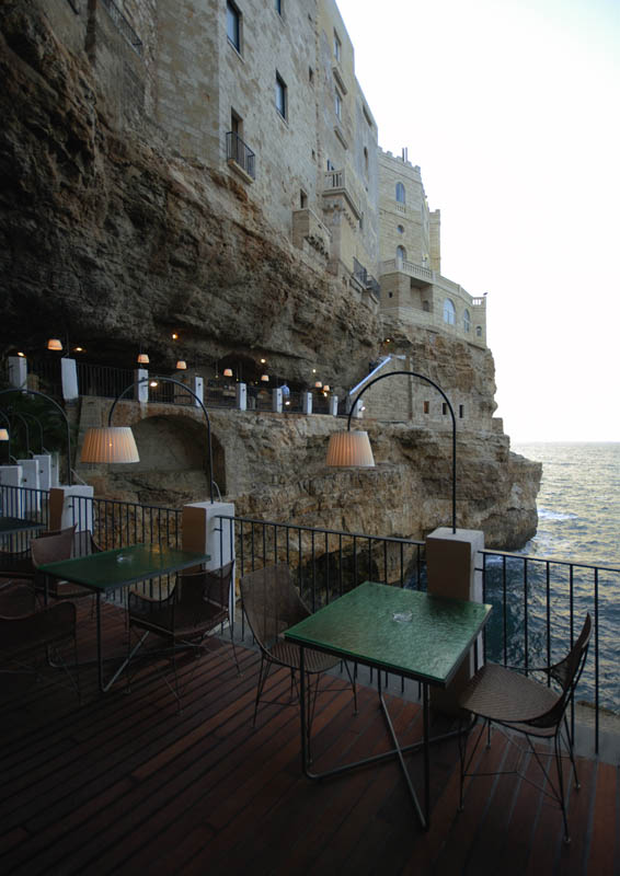 the seaside restaurant set inside a cave twistedsifter. Black Bedroom Furniture Sets. Home Design Ideas
