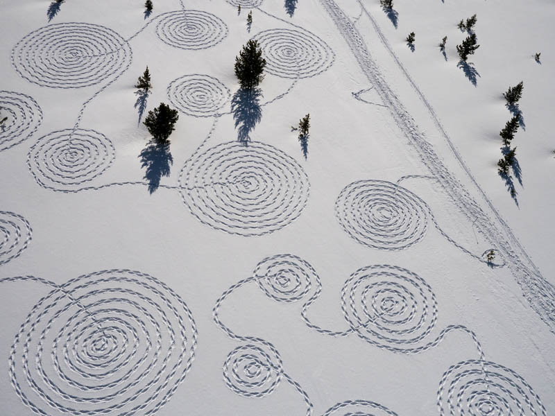 snow circle drawings with snowshoes snoja hinrichsen steampboat springs rabbit ears pass 9 Giant Snow Art Made with Snowshoes by Sonja Hinrichsen