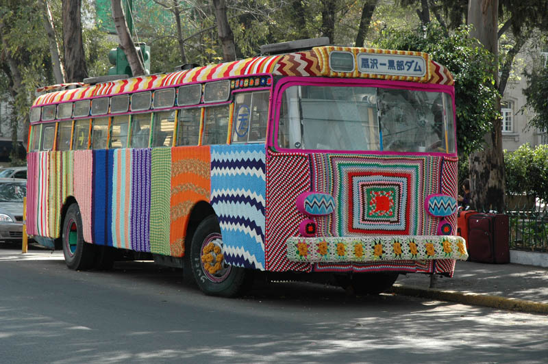 bus yarn bombing Picture of the Day: Yarn Bombing a Bus in Mexico City