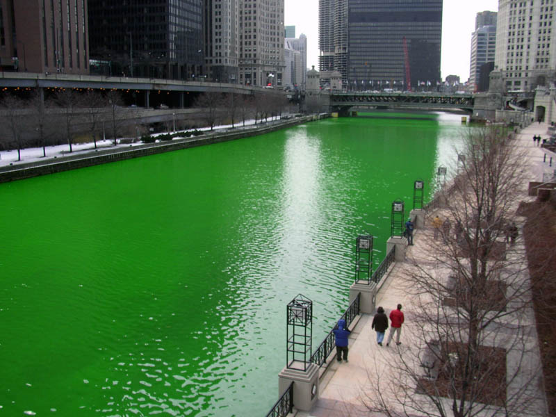 chicago river green st patricks 12 Places Around the World That Turn Green for St. Patricks Day