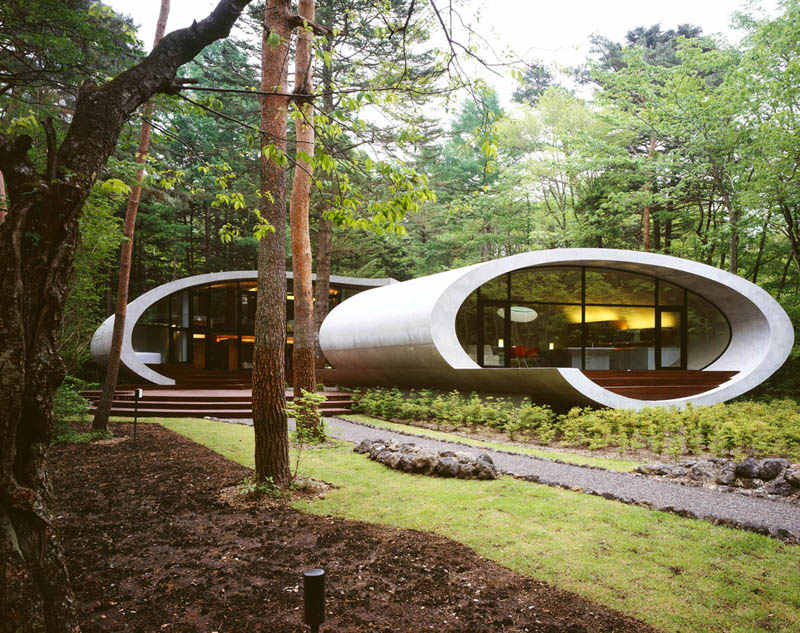 japanese oval sushi roll house villa cottage 1 An Oval Shaped Villa in the Forests of Japan