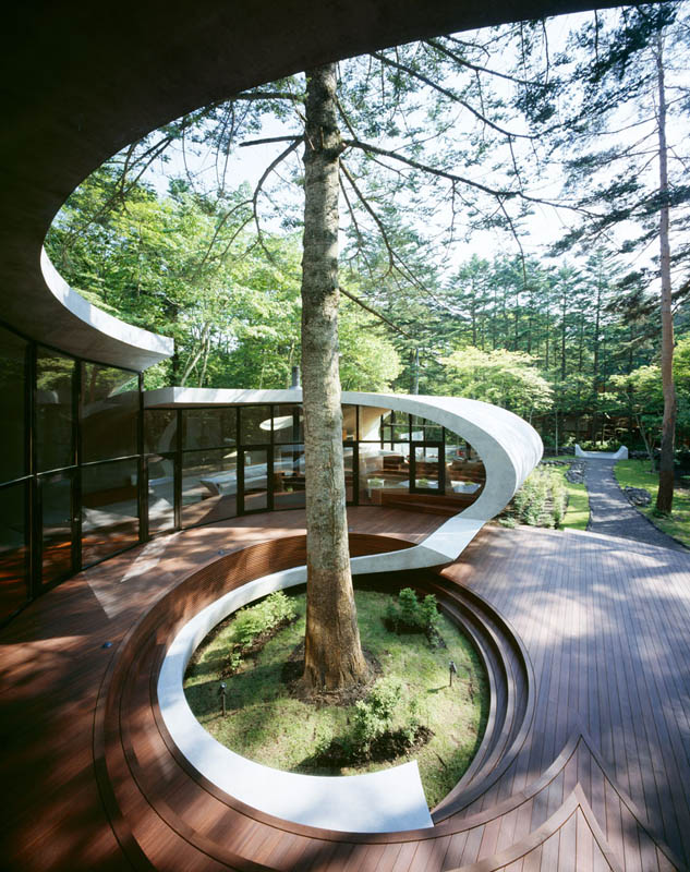 japanese oval sushi roll house villa cottage 10 An Oval Shaped Villa in the Forests of Japan